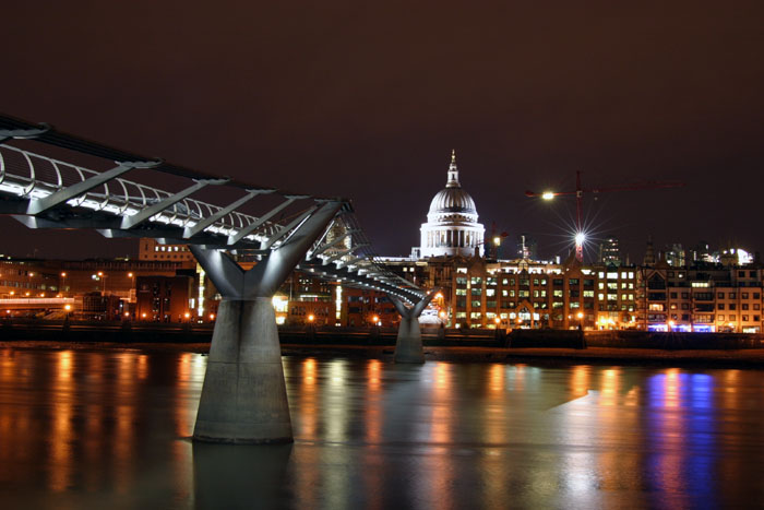 "The image ""http://www.extrospection.com/archives/2003/09/112_1281_London_Millennium_Bridge_By_Night.jpg"" cannot be displayed, because it contains errors."